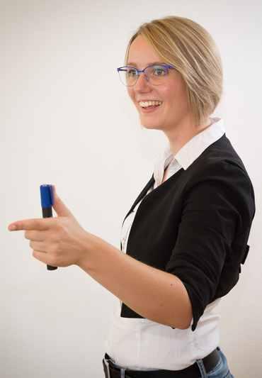 Angelika Guttmann bei der Schulung